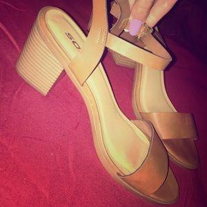 Brand new women's nude heels. Size 8, never worn.